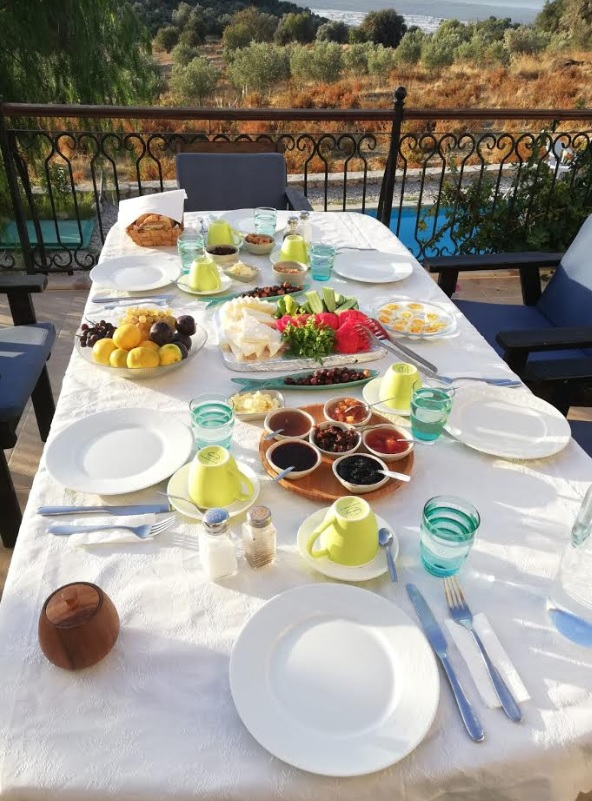 Breakfast at Meyveli Ev Pension